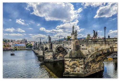 Карлов Мост — одна из главных достопримечательностей Чехии.