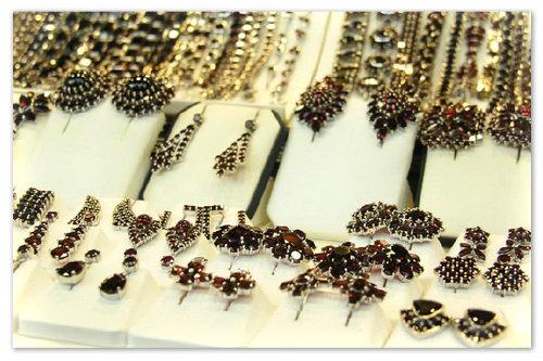 Ювелирные изделия из граната — великолепное украшение для женщин