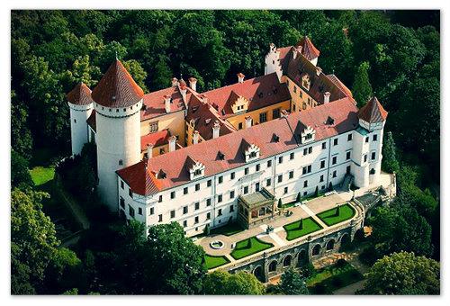 Замок Конопиште летом.