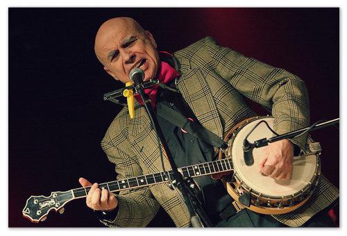 Солист группы Banjo Band Ivan Mladek с любимым инструментом.
