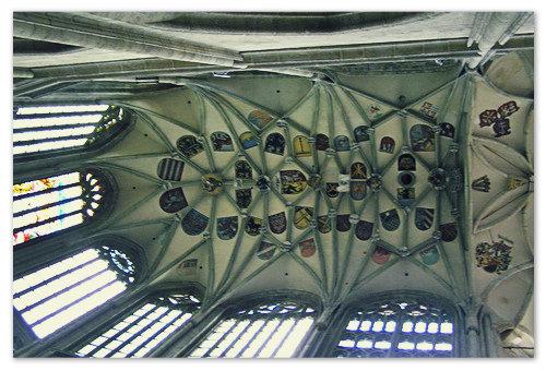 Изображения гербов  чешских городов и шахтёрских гильдий на своде Собора Святой Варвары в городе Кутна Гора.
