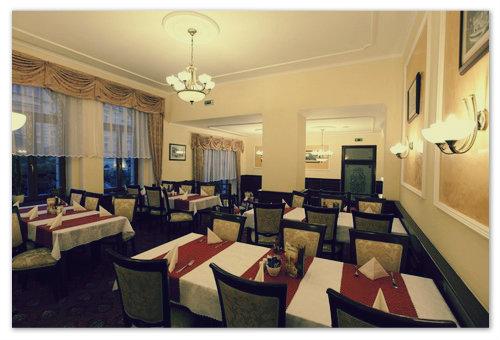 Роскошный ресторан более, чем на семьдесят мест.