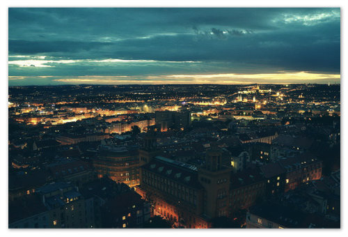 А это ночной вид на ночную Прагу со смотровой площадки. Кликните но фото — оно увеличивается!