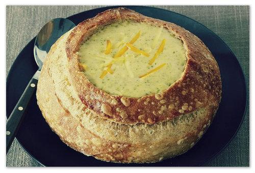 Рецепт сырного супа в хлебе.