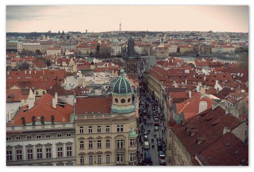 Это фото черепичных крыш сделал Карлсон. Давным-давно в ноябре он прилетел в Прагу.