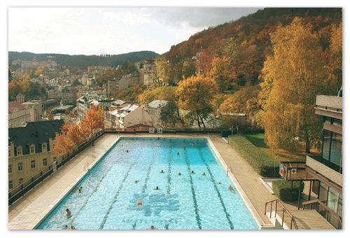 Это и есть бассейн с гейзерной водой около отеля Термал.