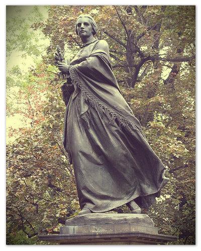 В самом центра Праги посередине реки Влтавы на Славянском острове установлен памятник Божене Немцовой работы скульптора Карела Покорны (Karel Pokorný ).
