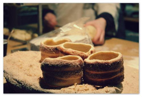 Чешский трдельник или трдло — рецепты и описание: как приготовить самому и где попробовать в Праге?