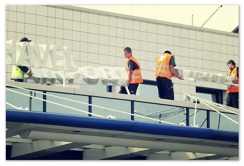 Вот и вывеска новая готова. Сейчас повесят и будет аэропорт Вацлава Гавела.