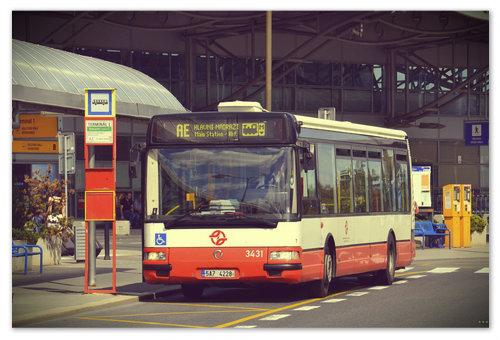AE (Airport Express) довезёт вас прямо до главного железнодорожного вокзала Праги (Hlavní Nádraží).