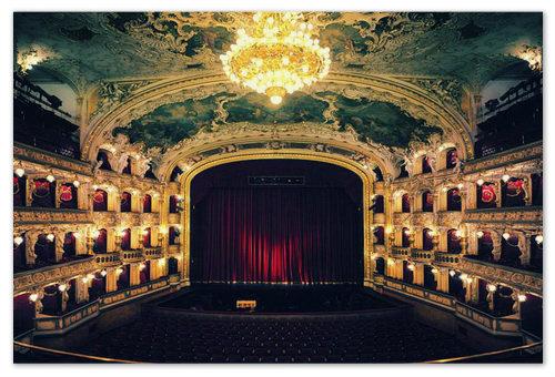 Státní opera Praha — тотальный dress code и face control.