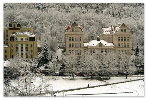 Снег в Карловых Варах.