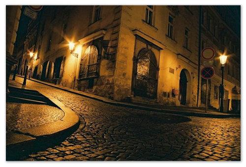 Ночная Прага красива и готична.