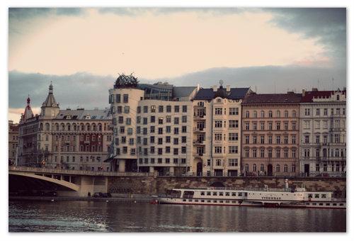 Экскурсия по Влтаве на кораблике в Праге.