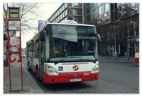 Перемещаться на автобусе по городу Прага вполне удобно, а при поездке в пригород он просто незаменим.