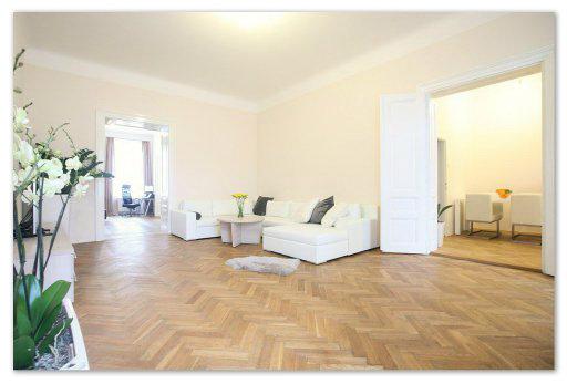 Интерьер квартиры исторического дома в центре Праги.