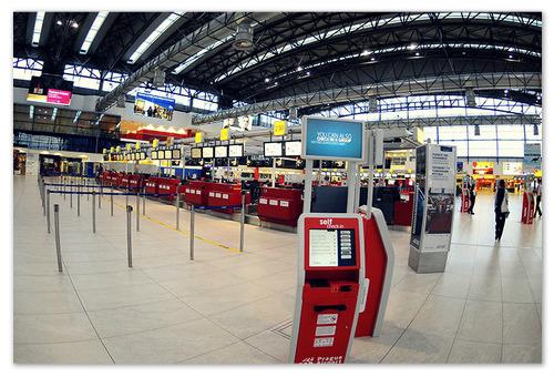 Стойки регистрации  в аэропорту Рузине.