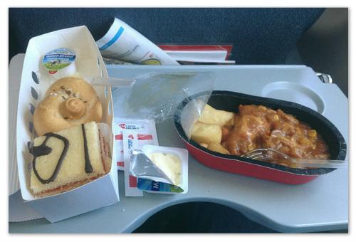 Еда в самолёте.