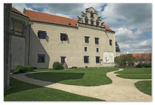 Стена замка Тельч.