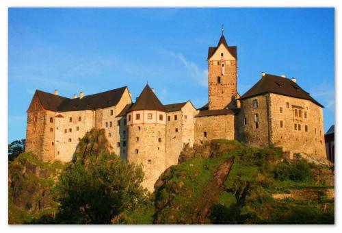 Замок Локет.