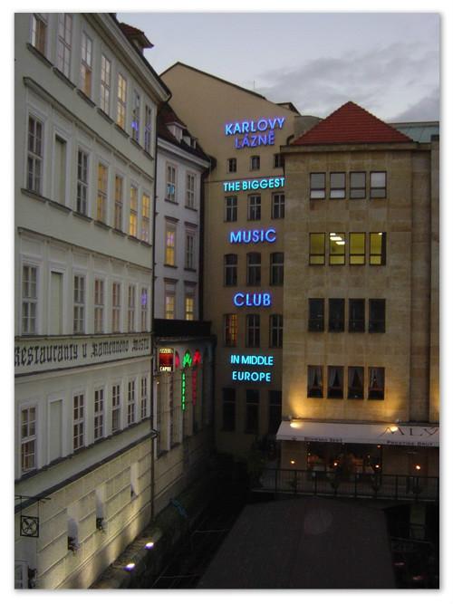 Клуб в Праге около Карлова моста.