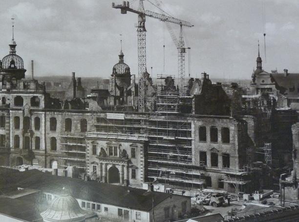 Дрезден восстанавливается после бомбардировок.
