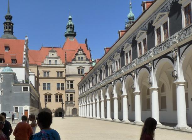 Здесь проводились рыцарские турниры.