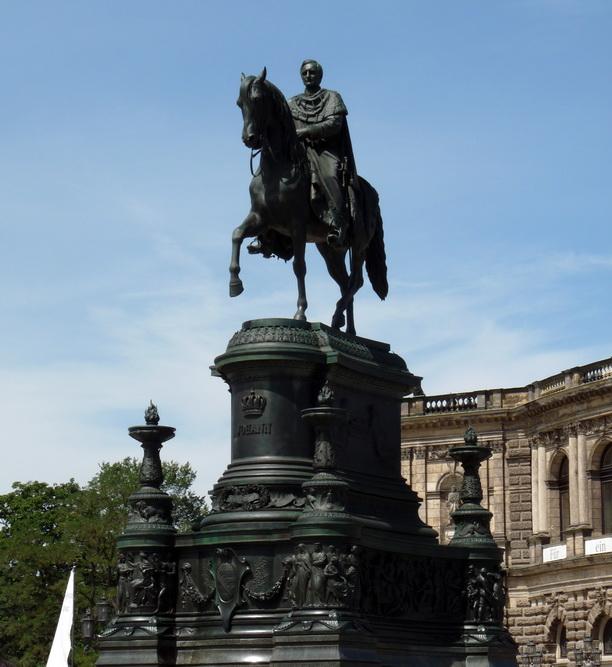 Памятник королю Иоганну Саксонскому.