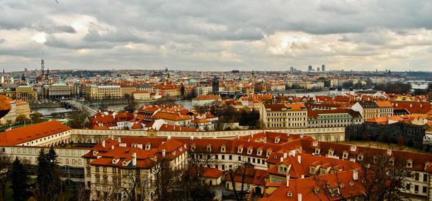 Город красных крыш и сотни шпилей  — столица Чехии.