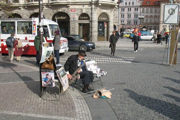 Уличный музыкант.