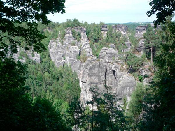 Величественные скалы.