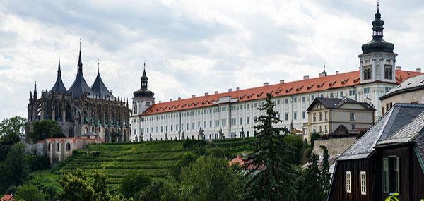 Купить экскурсию из Праги в Кутну Гору и Костницу.