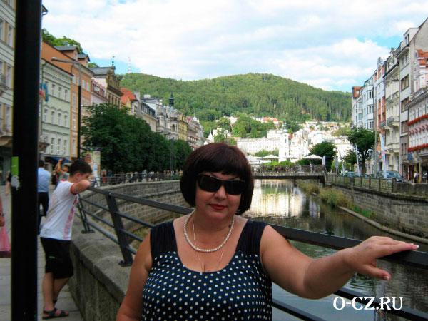Женщина на мосту.