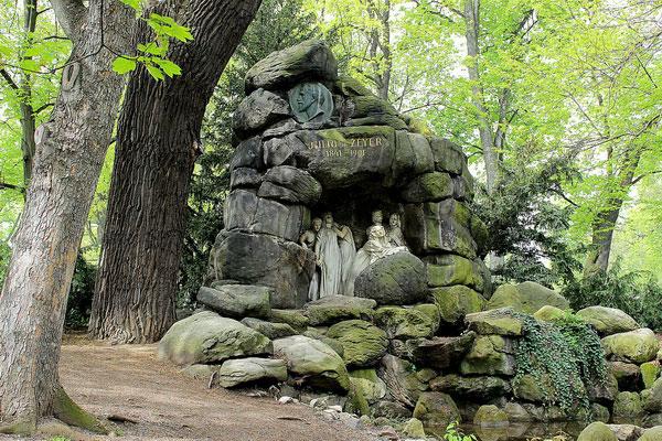 Памятник Юлиусу Зейеру.