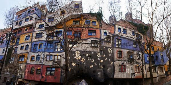 Цветной дом в Вене Hundertwasserhaus.